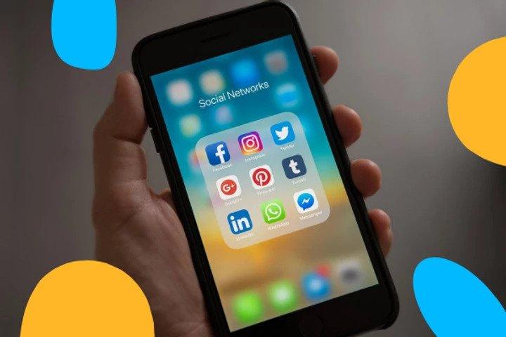 smartphone icones réseaux sociaux